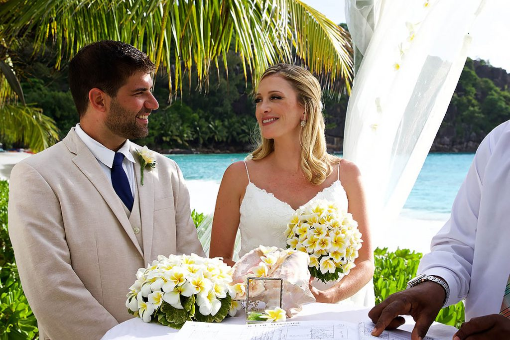 best affordable seychelles wedding photographer praslin mahe la digue