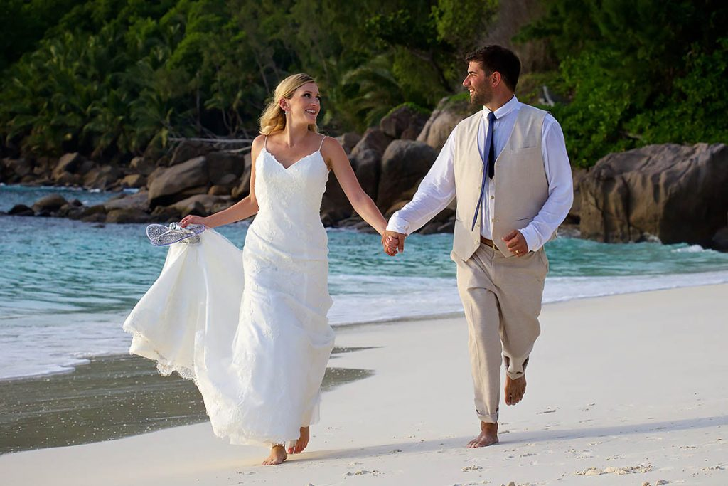 get married beach seychelles wedding photographer laurent levy